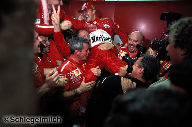 Ferrari team congratulates Michael Schumacher